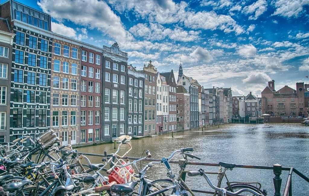 ¿Por qué Ámsterdam es la capital de los Países Bajos y su parlamento está en La Haya?