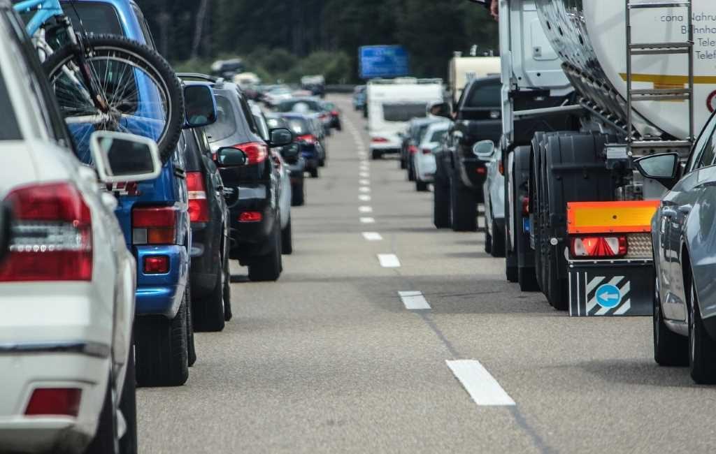 Comienzan las vacaciones y los atascos peligrosos en las carreteras