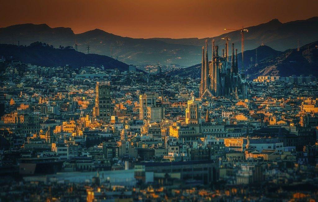 Bélgica cambia de color a Cataluña (Barcelona) y a Ceuta