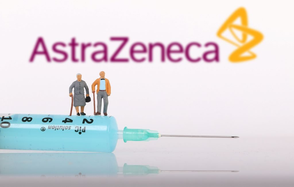 Países Bajos vacuna con AstraZeneca a mayores de años.