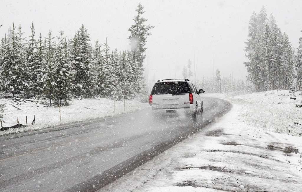 10 cosas importantes para llevar en el coche en invierno