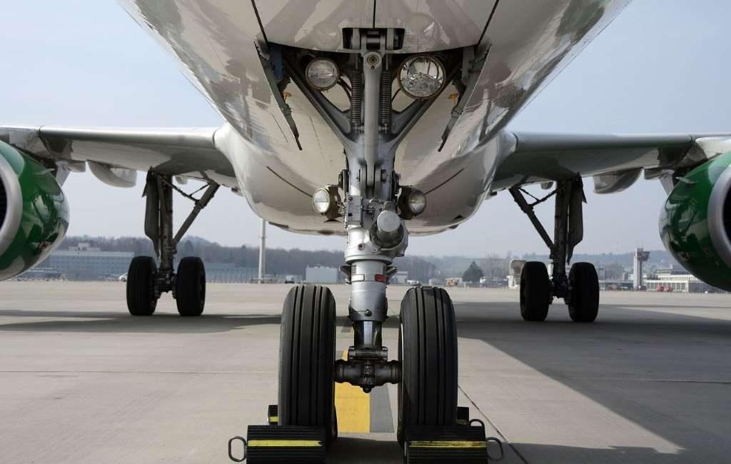 Terrible: una persona es encontrada en las ruedas de un avión en el aeropuerto de Maastricht.