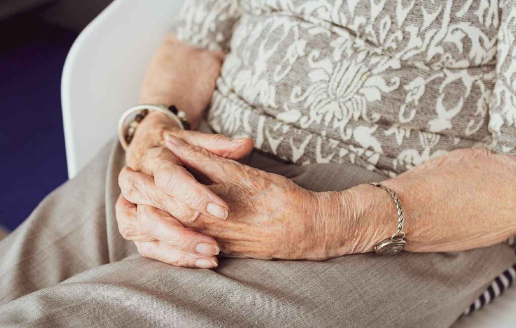 La visita fatal de un San Nicolás a una residencia de mayores en Bélgica donde se contagiaron y murieron muchos por el COVID-19.