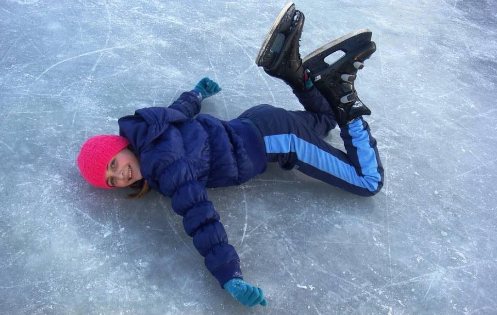 Fantásticos vídeos de drones y el patinaje sobre hielo en Países Bajos.