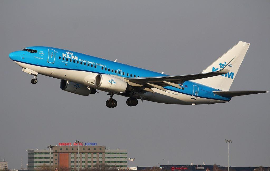 La aerolínea KLM ya no opera vuelos de larga distancia debido a nuevas restricciones de viaje