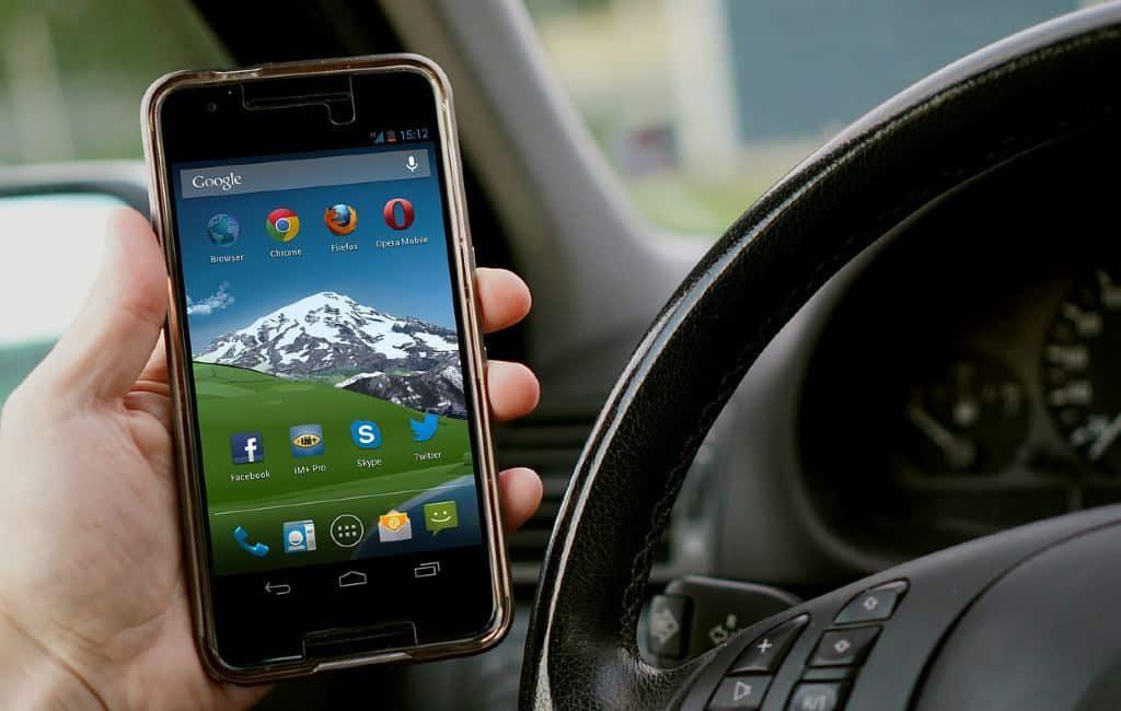 Durante los próximos meses, Android Auto se expandirá a nuevos países, algunos de ellos son los Países Bajos y Bélgica. De esta forma podrás usar tus aplicaciones y servicios favoritos desde tu teléfono a la pantalla de tu automóvil.